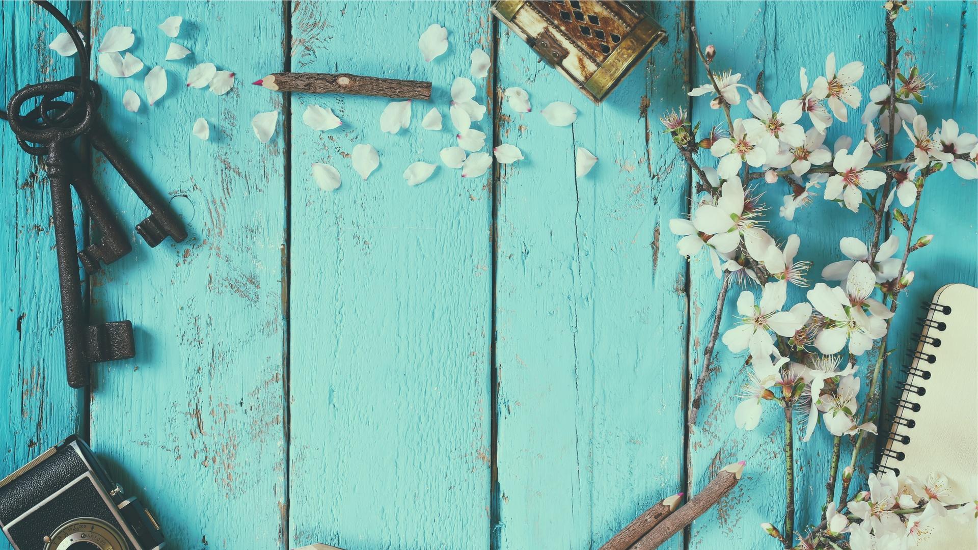 shutterstock_381490609_Wood_keys_flowers-1.jpg